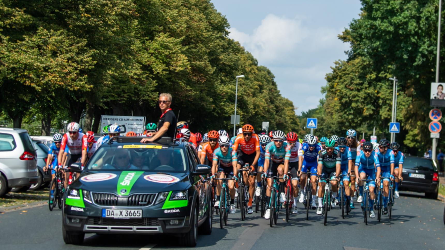 [Translate to English:] Teams und Fahrer der Deutschland Tour 2021