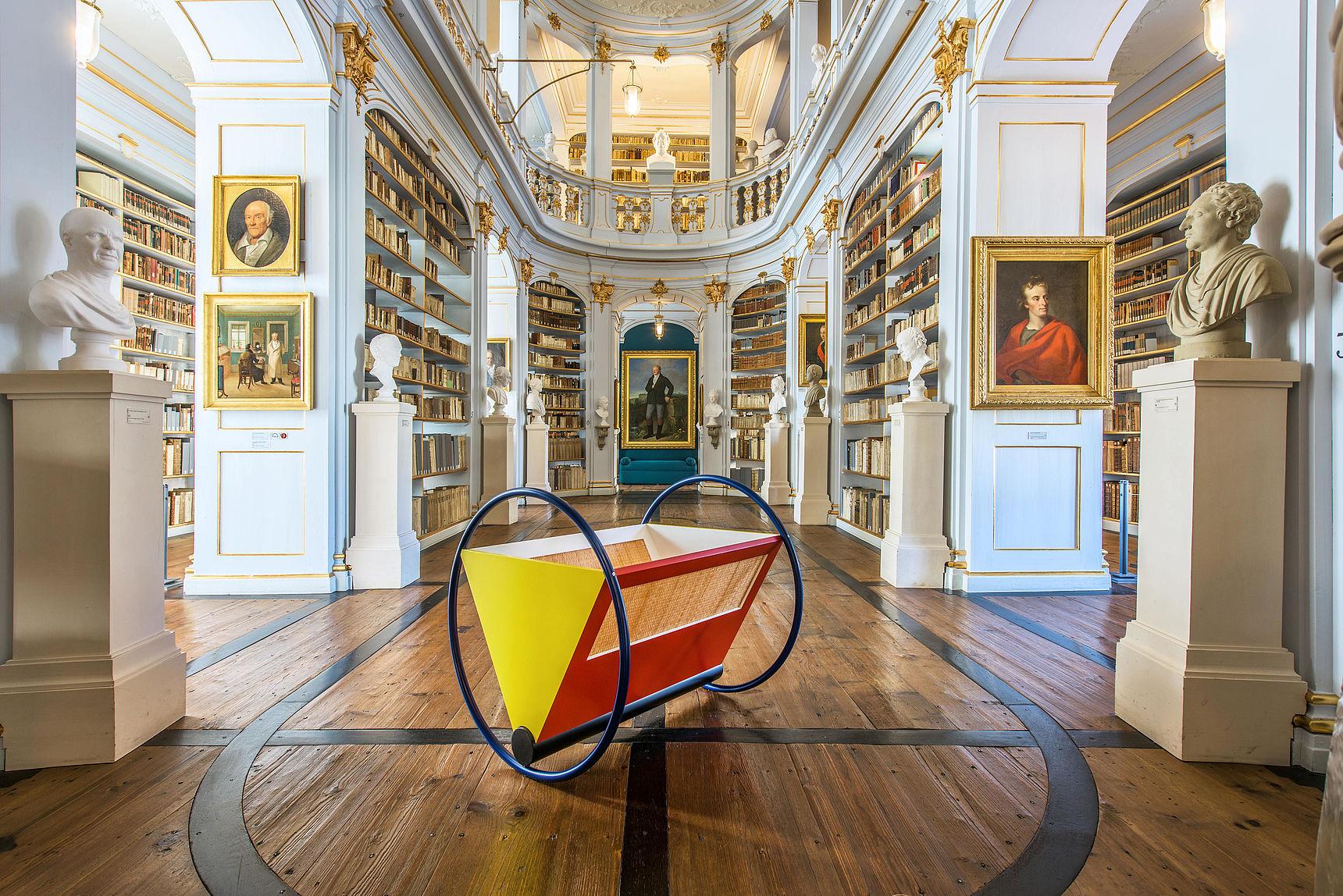 Die beiden UNSECO-Welterbestätten Weimars vereint: Die Bauhaus-Wiege von Peter Keler in der Herzogin Anna Amalia Bibliothek.