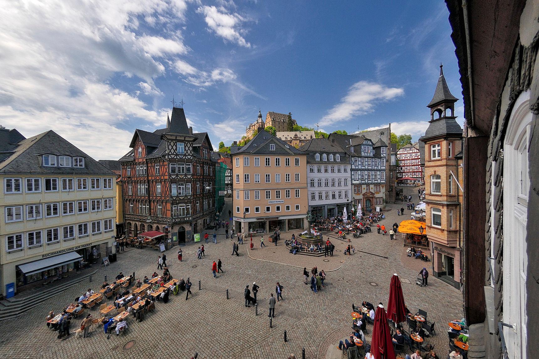 Marktplatz und Schloss